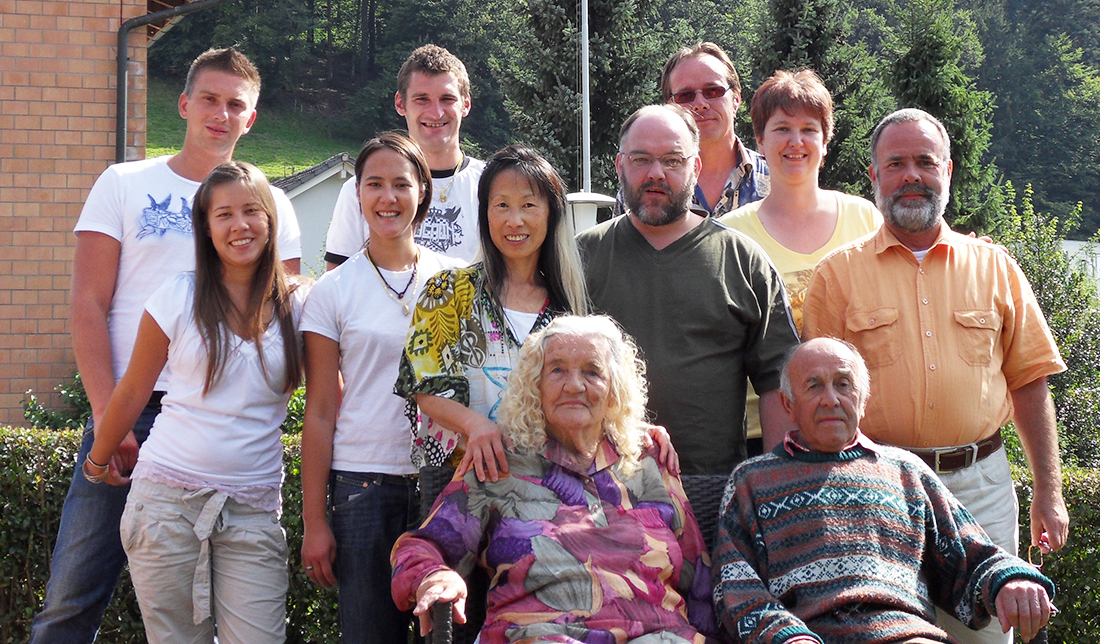 10: Drei Generationen zusammen. September 2010 im Garten meines Hauses.