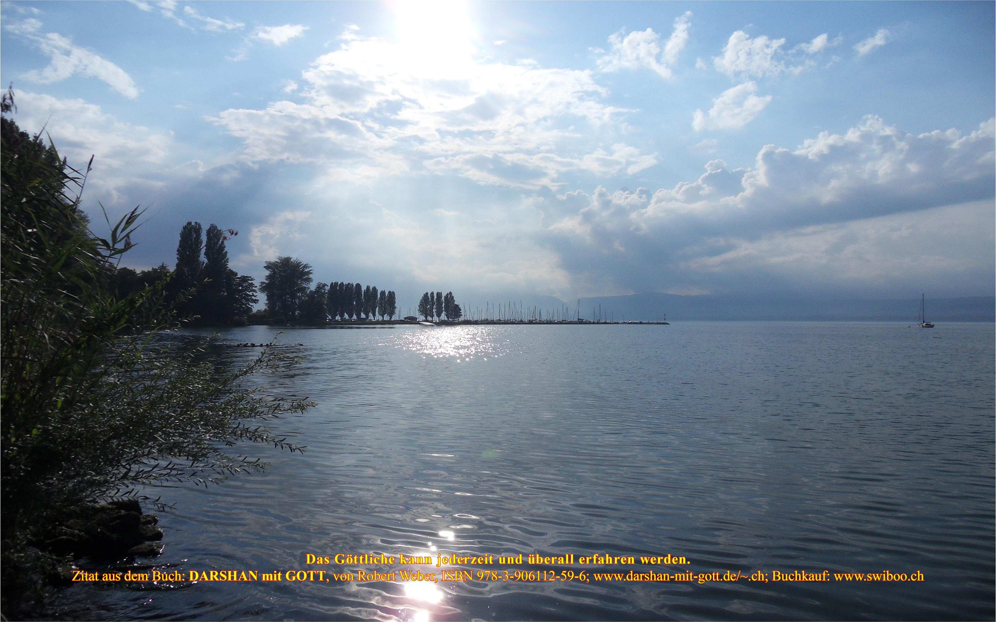 DARSHAN mit GOTT: Das Göttliche kann ..., Neuenburgersee, Blaue Bucht mit Wolken