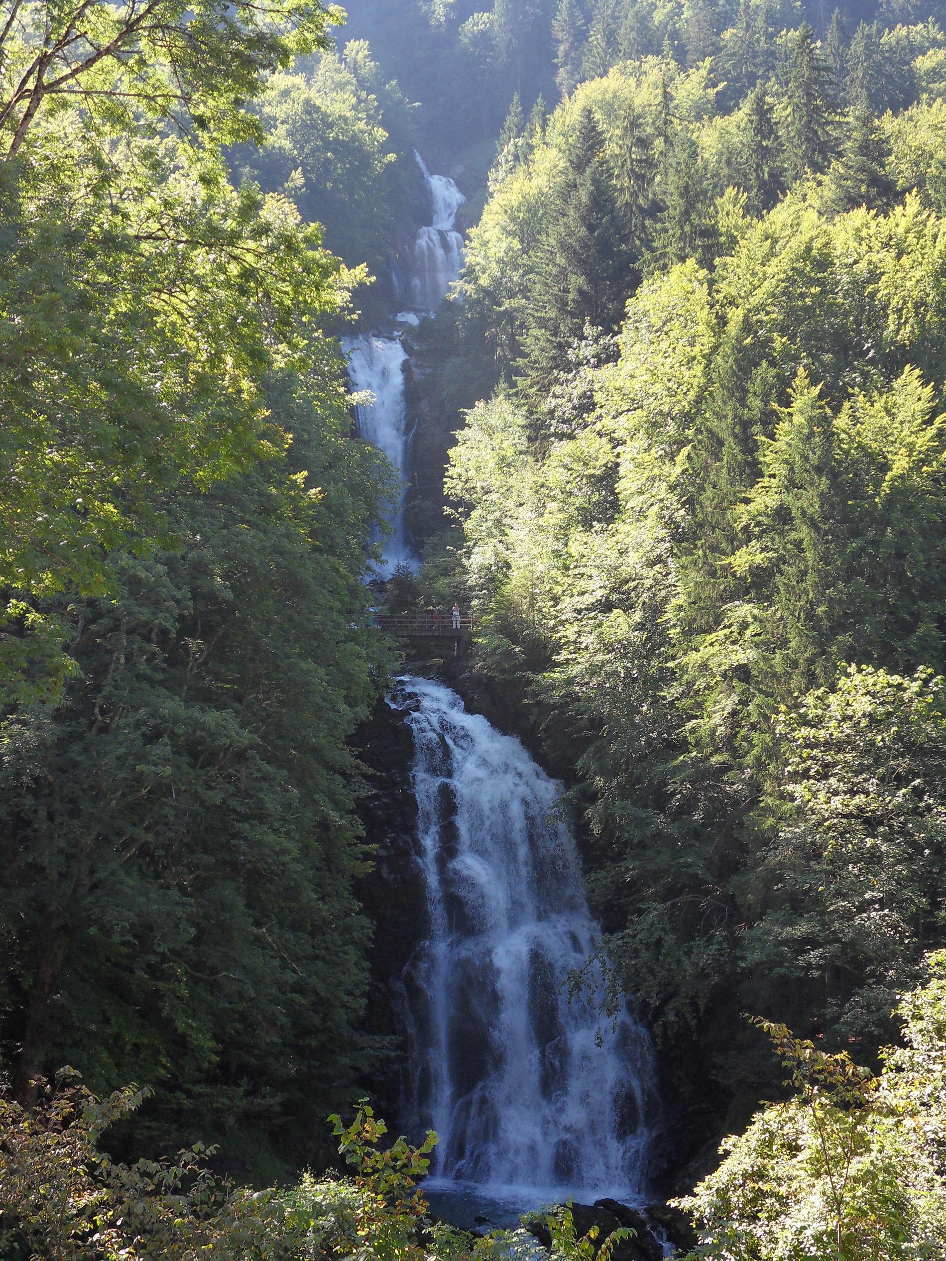 DARSHAN mit GOTT: Giessbach-Wasserfälle beim Brienzersee, Desktopbild (Hochformat)